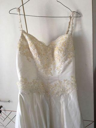 Wedding dress putih