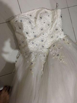 Wedding gown putih