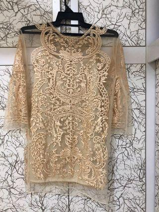 Lace dress with inner