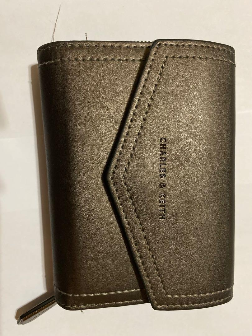 Dompet charles&keith silver