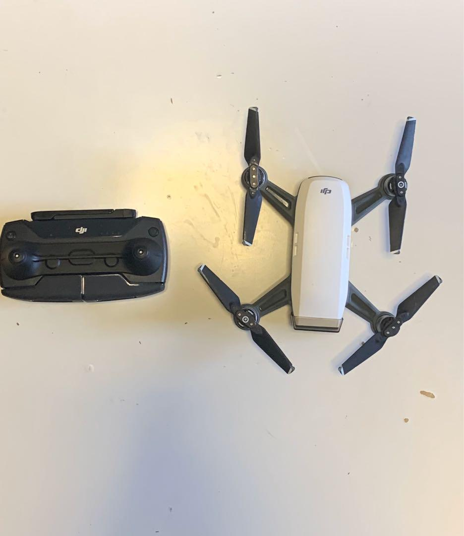 Drone DJI Spark (RC Controller + 3 batteries + 2 cases and more)