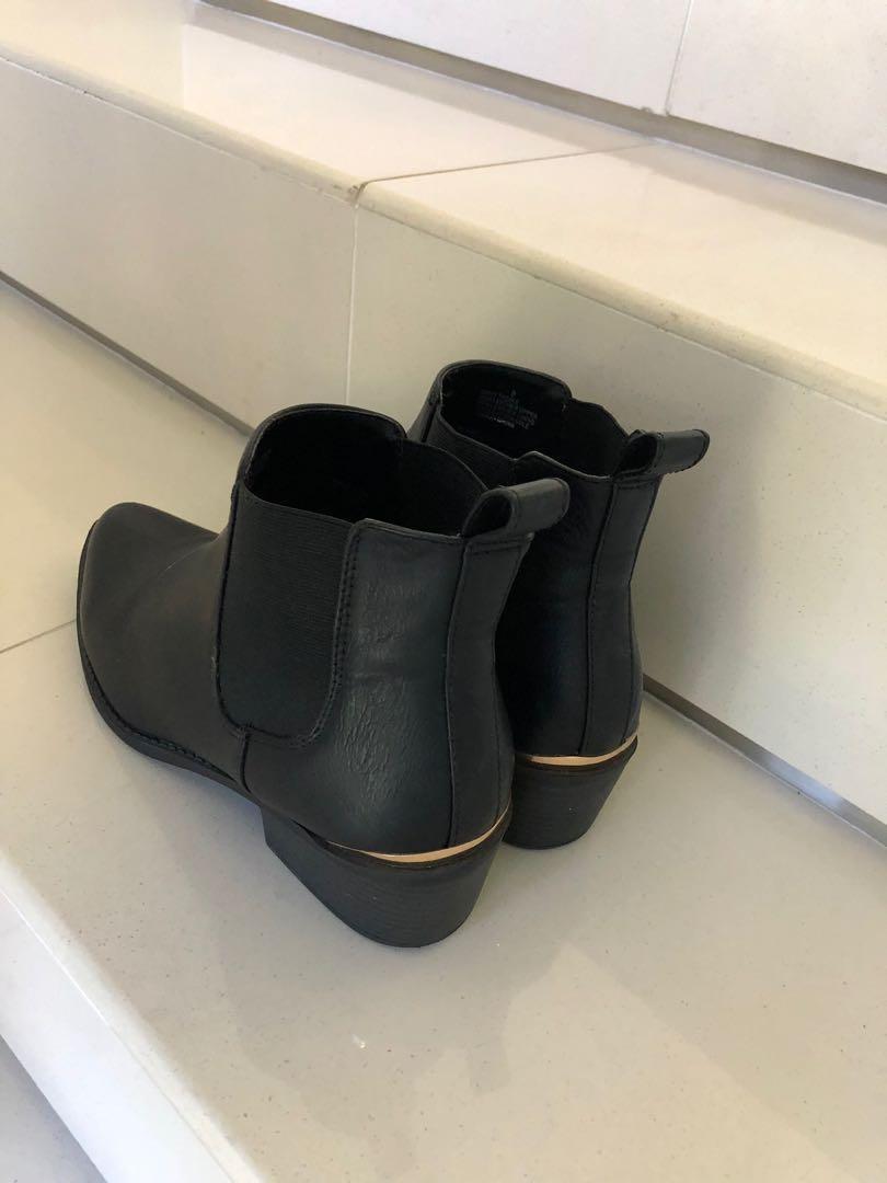 Lipstick Black Boots