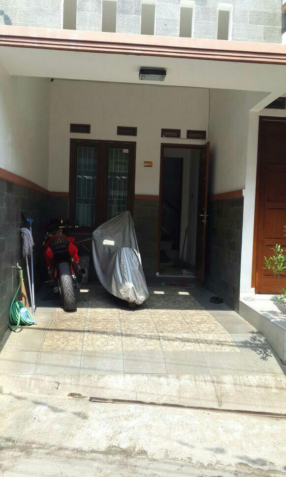 Rumah 2 Lantai secondary minimalis cantik siap huni di Batu Ampar Condet JAKARTA TIMUR
