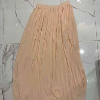 Pleated pink long skirt