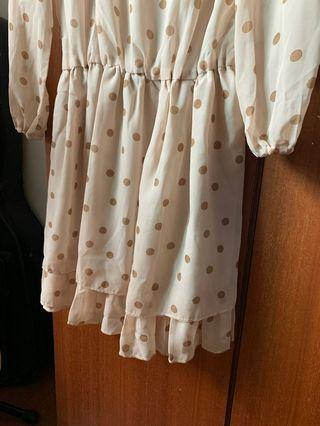奶茶色雙層裙擺點點雪紡洋裝/s-L適合/只穿過一次,無污