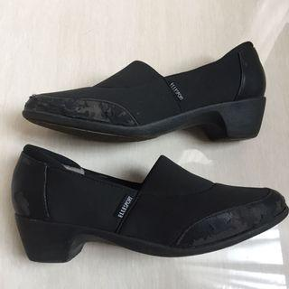 Sepatu ELLE Sports hitam wedges