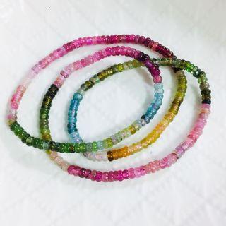 天然糖果碧璽手鏈 盤珠 半透明 顏色鮮艷 散落人間的彩虹🌈 手鍊 手環   尺寸:4mm~4.6mm 手珠:重量約 19.36g   手圍:約 16cm  x 3圈