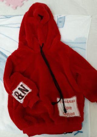 女童紅色連帽上衣