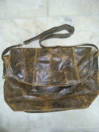 Prelove Messenger bag full leather