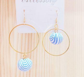 耳環 耳勾 清新藍色條紋紐扣包布耳環不對稱耳勾耳環藍色 甜美耳勾 女生耳環