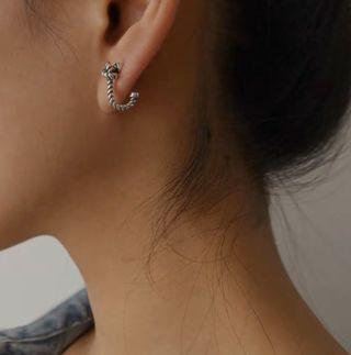 s925銀復古做舊打結彎鉤造型耳釘男女街頭小耳環