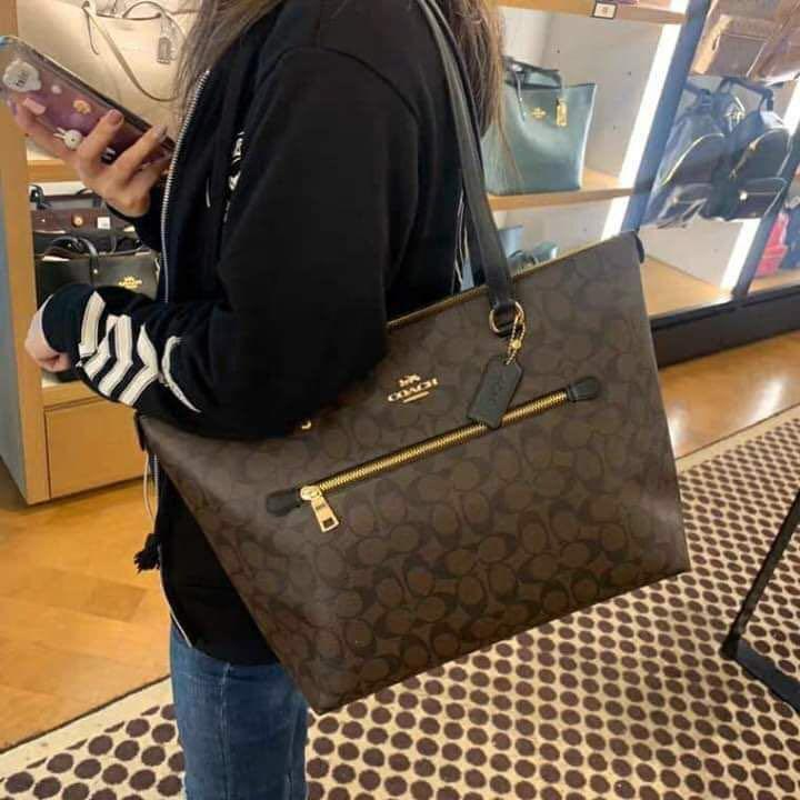 Authentic coach gallery tote in signature canvas