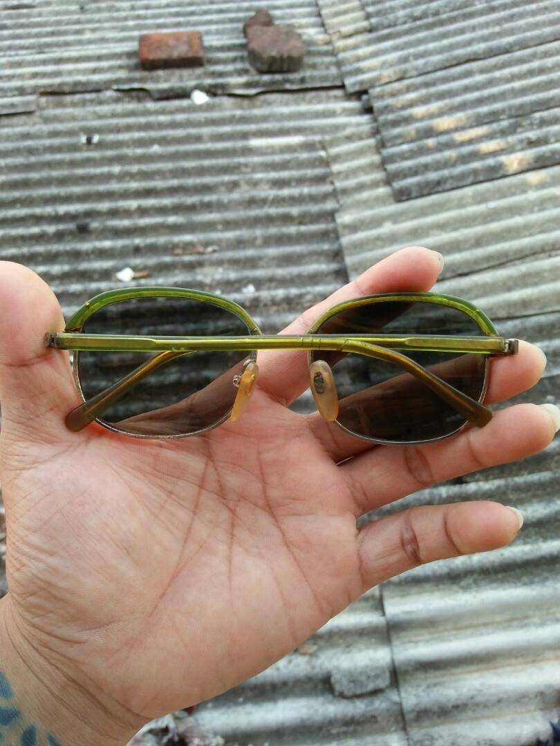 Clubmaster Vintage Sunglasses 80s Brand: Dior's Vintage authentic Rare/limited edition Frame besi tanam dilapisi optyl lensa kaca asli, adem di mata, Pad nose empuk sangat nyaman dipakai Unisex Kondisi 92% Harga: 165rb nett
