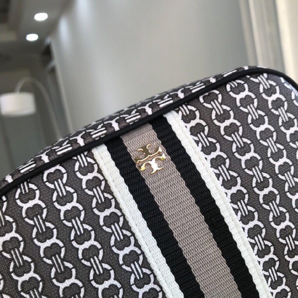 Tory Burch mini bag version of the most loved Gemini link tote camera bag #prefall19