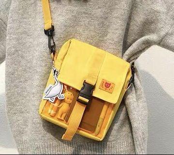 黃色斜背小方包