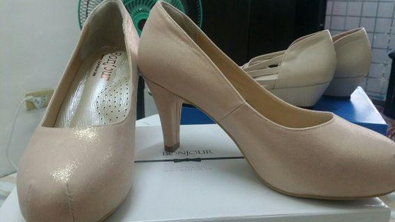 全新原價1300  名店 BONJOUR 高跟鞋 40號