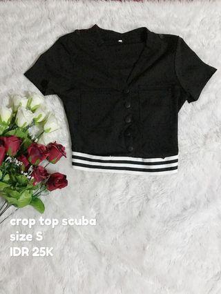 crop top hitam