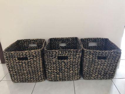 Basket weave bakul storage