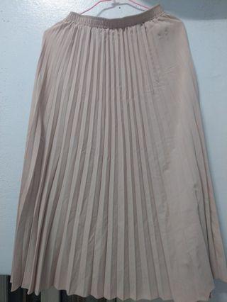 膚色百褶裙