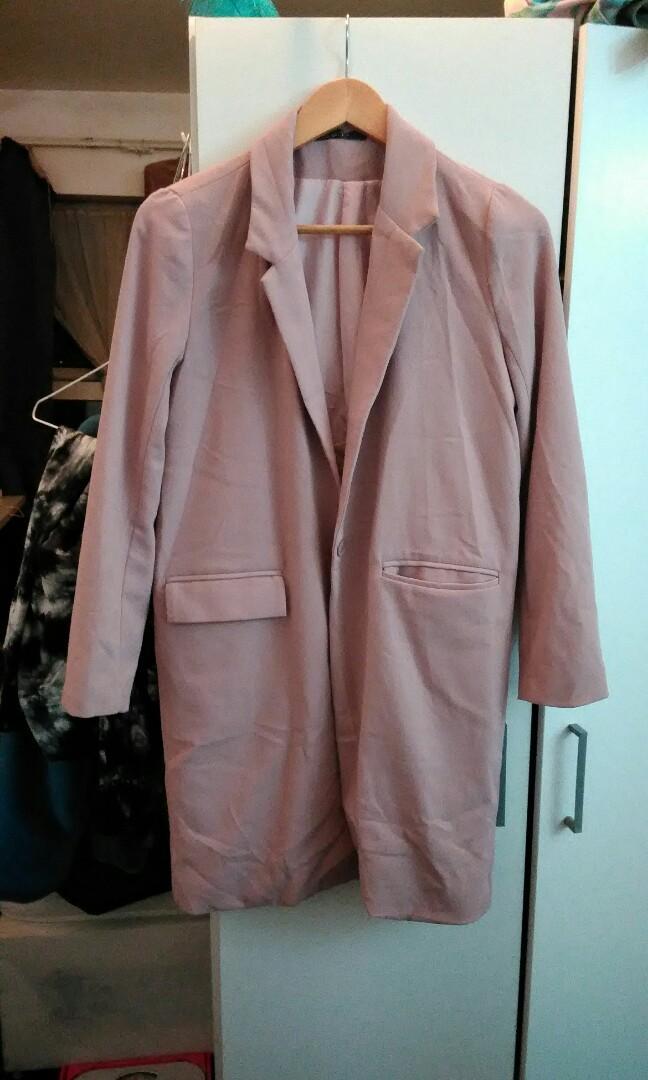 藕粉風衣外套