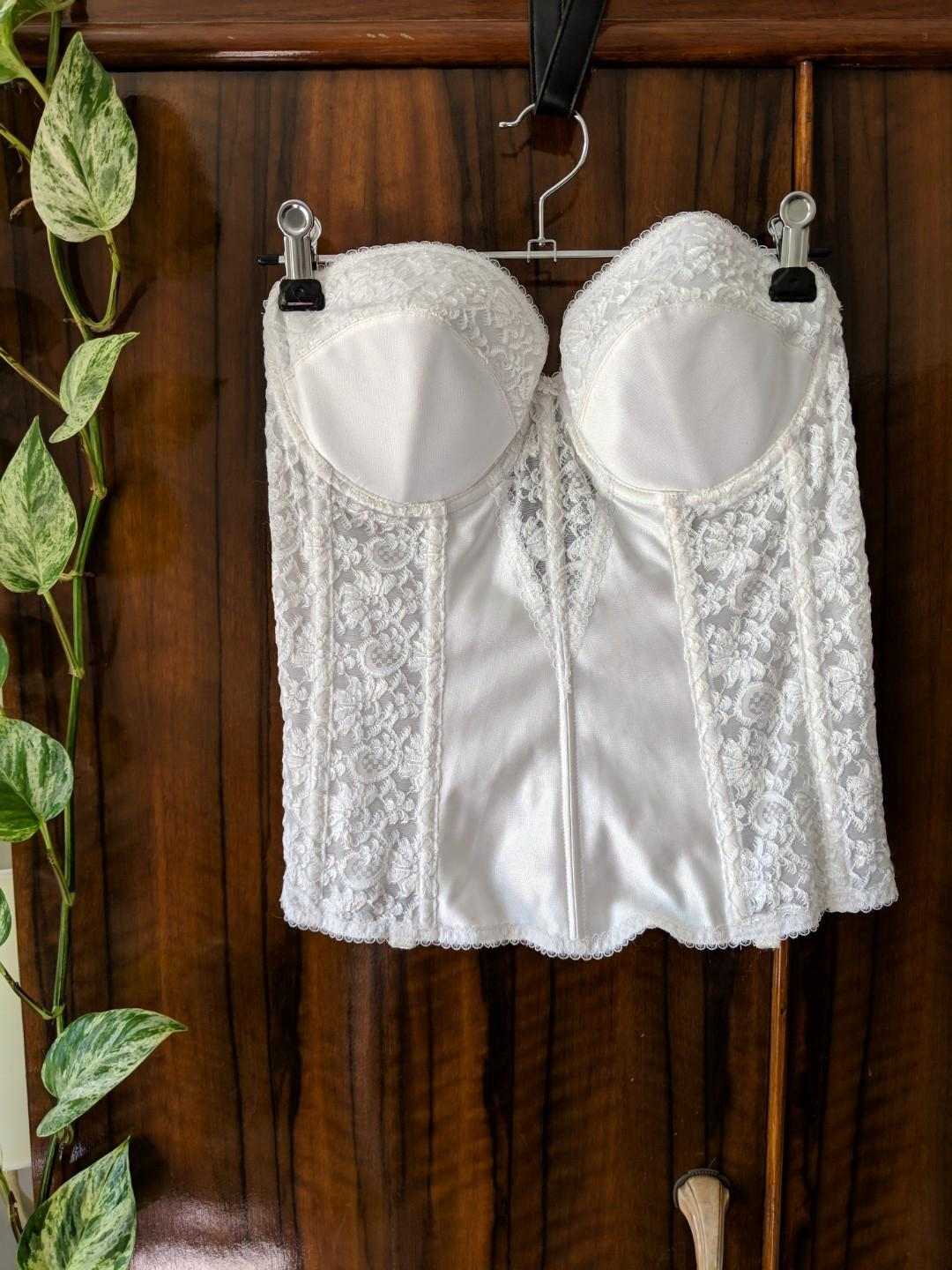 Bridal cordset with lace detail