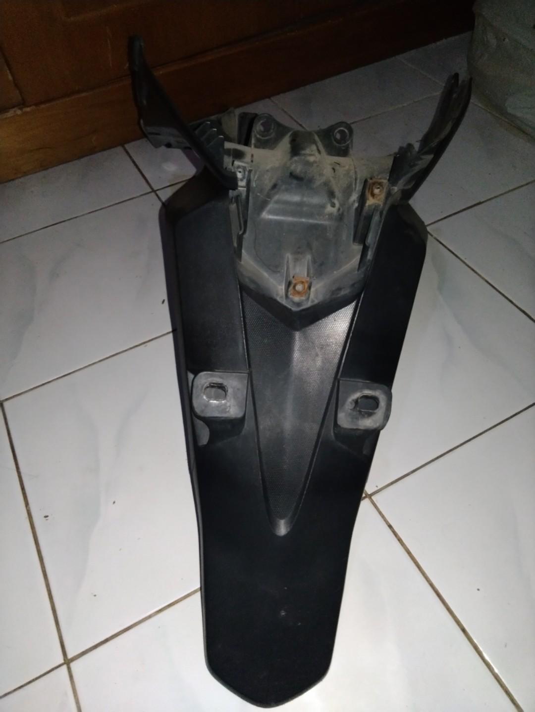Set Spakbor belakang vario 125