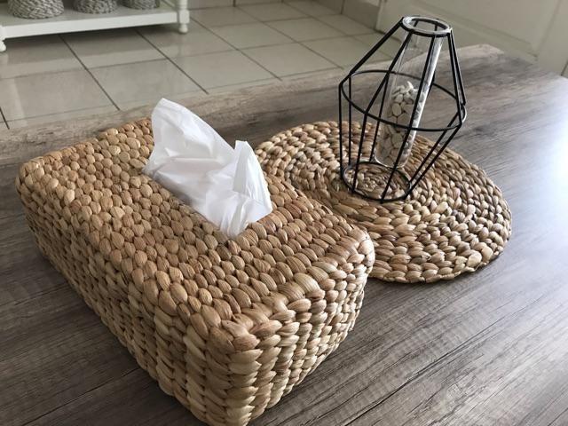 Tempat tisu tissue box anyaman eceng gondok home decor, Perabotan Rumah di  Carousell