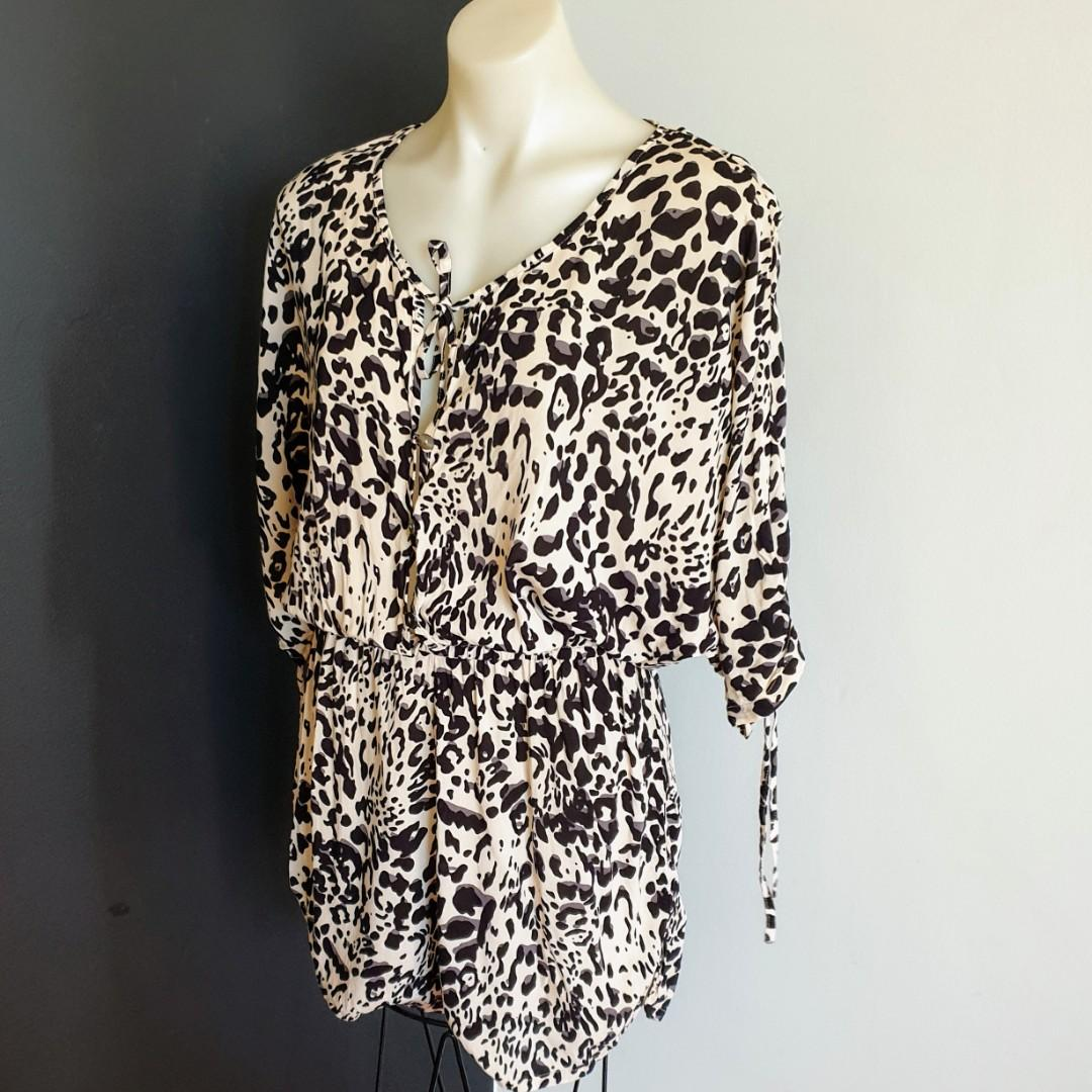 Women's size 12 'AUGUSTE' Gorgeous leopard print 3/4 sleeve rayon playsuit romper- AS NEW