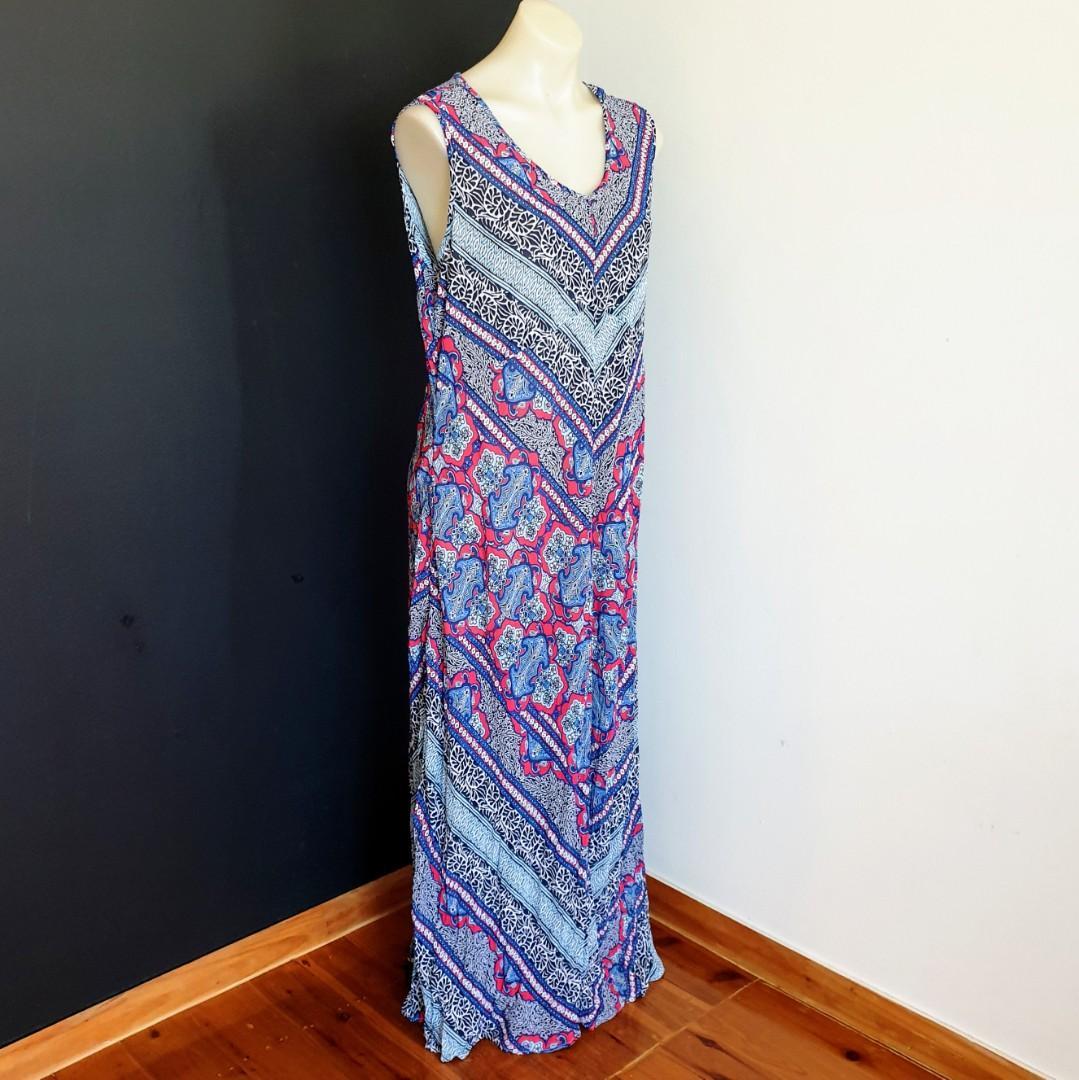 Women's size 12 'NONI B' Gorgeous multicoloured summer maxi dress - AS NEW