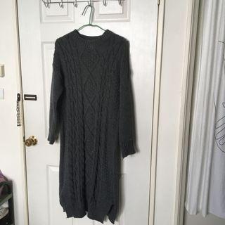 有重量的毛衣連身裙