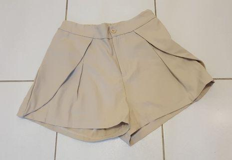 杏色造型短褲