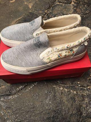 Sepatu slip on Moon Job size 40