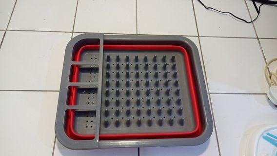 Foldable bottle tray