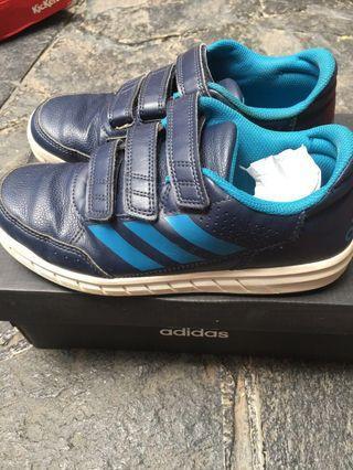 Sneaker anak laki2 Adidas size UK 2