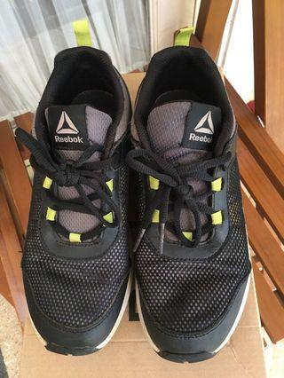 Sneaker anak laki2 Reebok size EUR 36