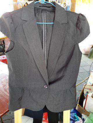 灰色職業套裝上衣+短裙