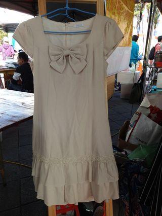 專櫃 台灣 製0918品牌 珍珠裝飾 全內襯 米白色長洋裝