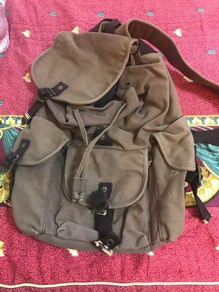後背包,主扣需要換過唷,我不確定是不是我沒用力所以關不起來XD