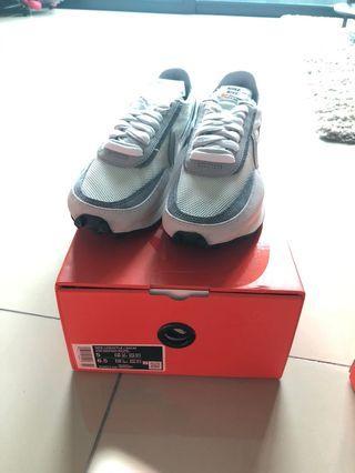 Nike Sacai waffle white grey
