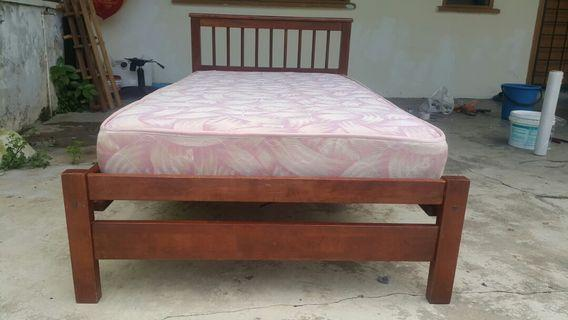 Single  wood bed with mettress