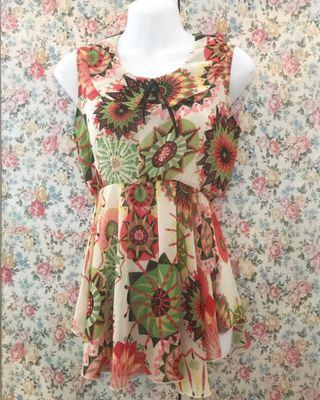 MOLLY Sleeveless Floral Blouse