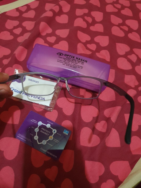 kacamata uniqlo lensa essilor prevencia anti blueray dan uv terbaik