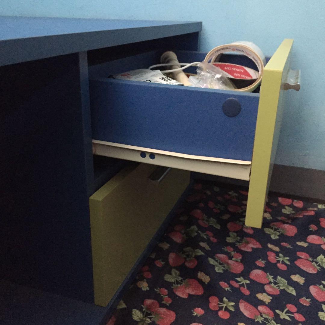 Meja Belajar dan laci