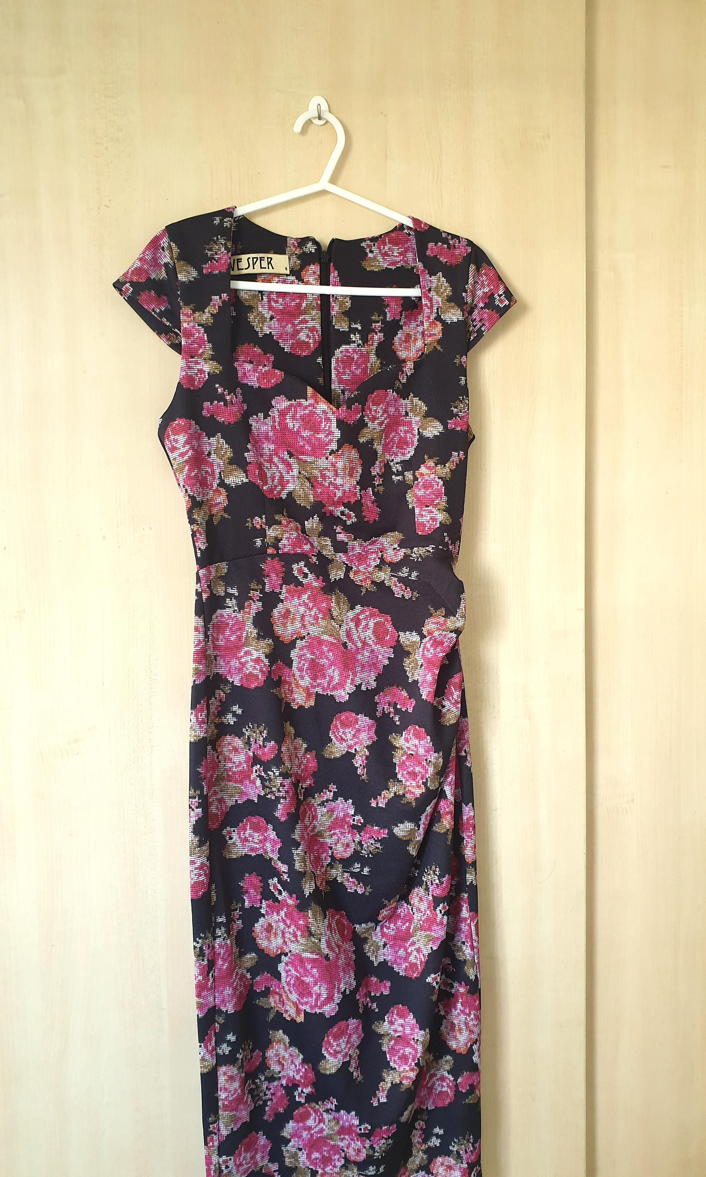Authentic Vesper Pretty and sexy rose black tide dress