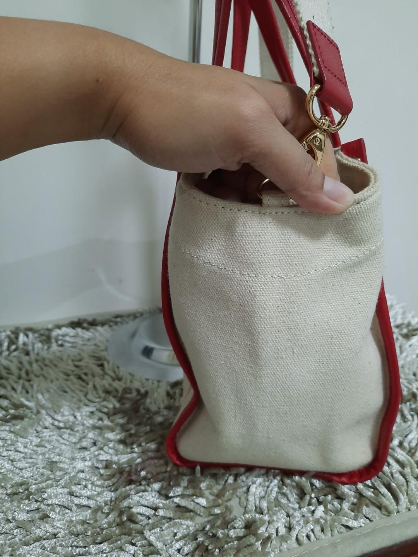 Samantha Thavasa Sling Bag