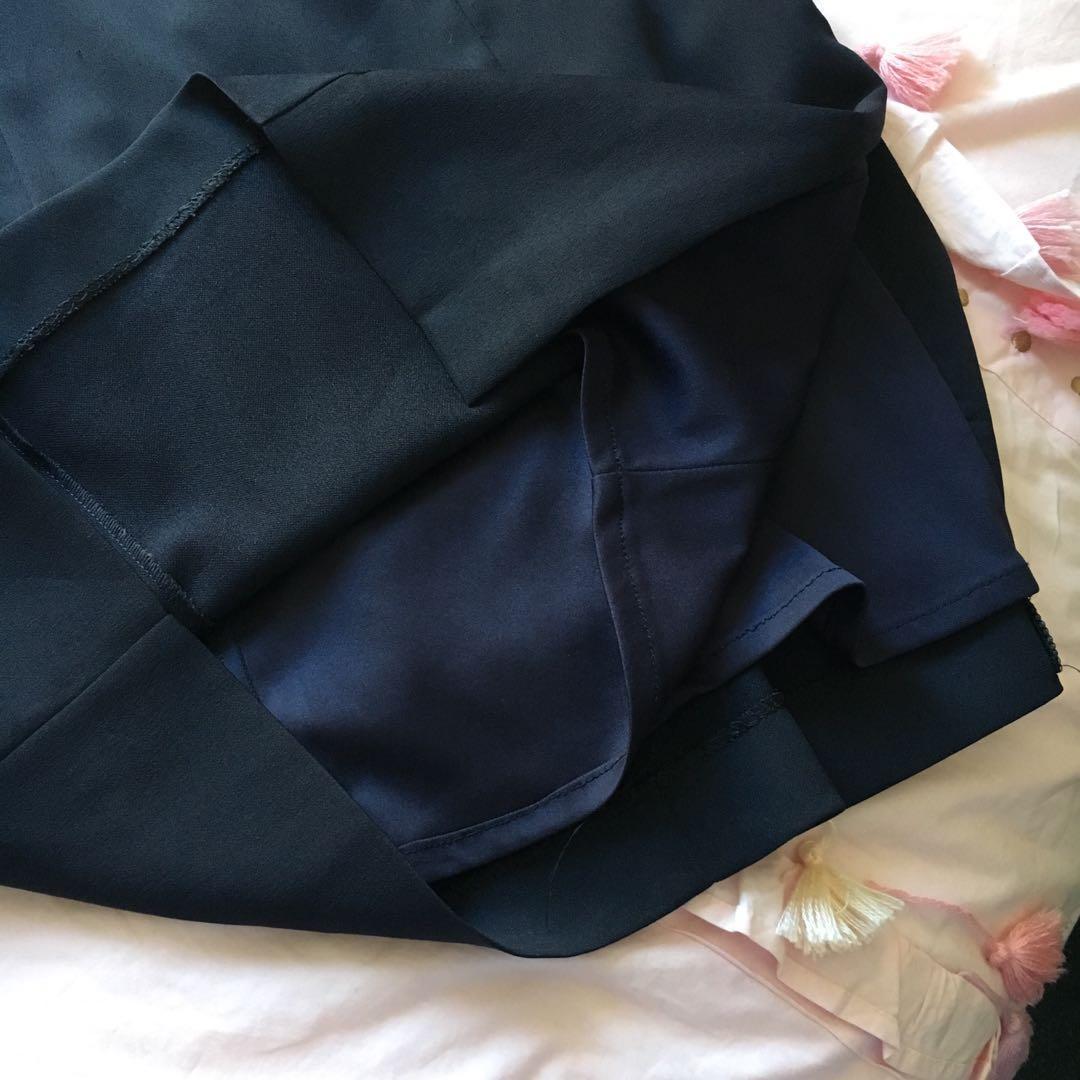 Vintage Sleek Dark Navy Formal Dress