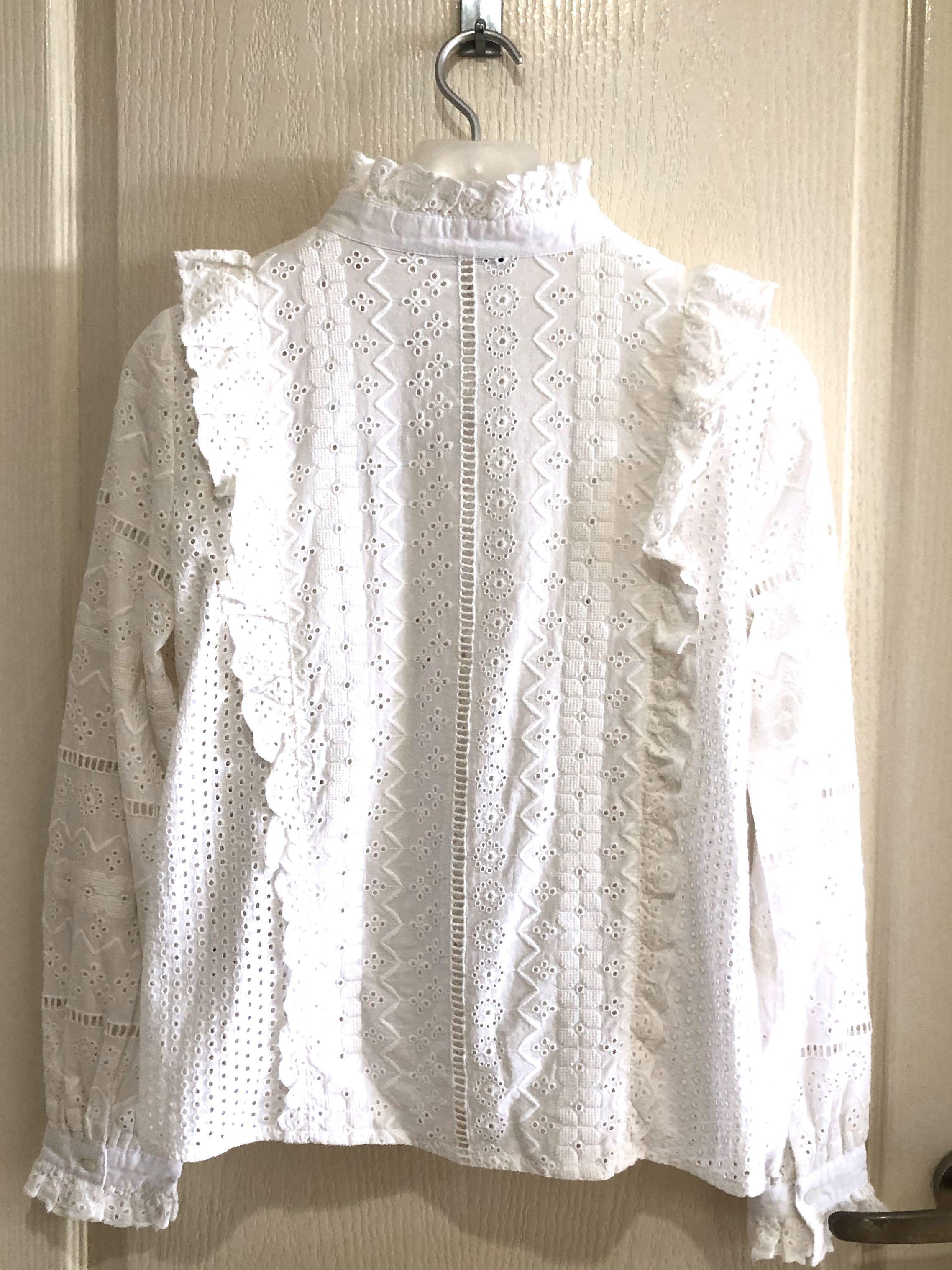 Zara Embroidered Top in White (BNWT - Size M)!