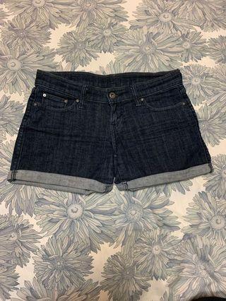 Levi's 深色牛仔短褲