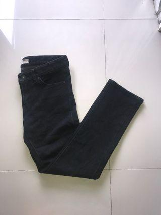 Uniqlo Jeans Hitam  / Celana Panjang Hitam Uniqlo
