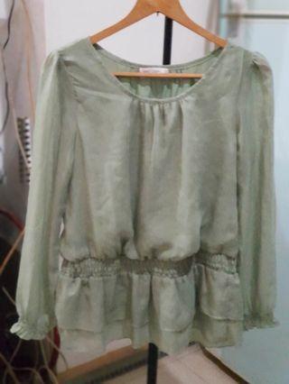淺綠色縮腰長版上衣 ~ 袖口彈性有些鬆弛不介意再購買